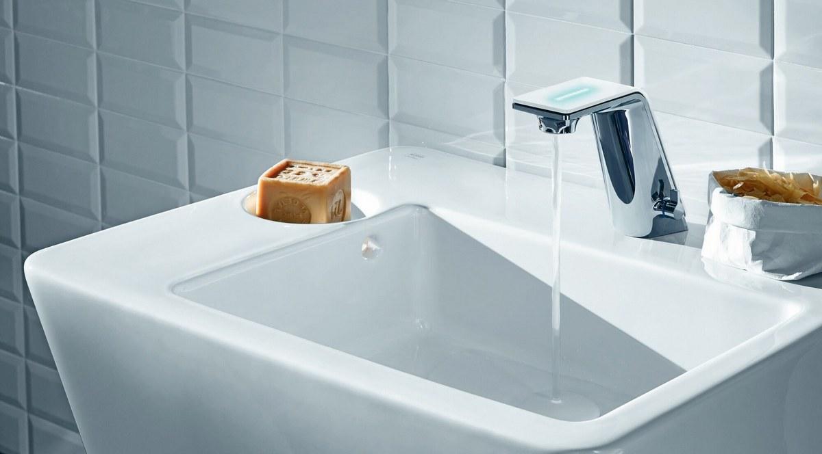Il Bagno Alessi Sense by Oras - widok baterii odkręconą wodą