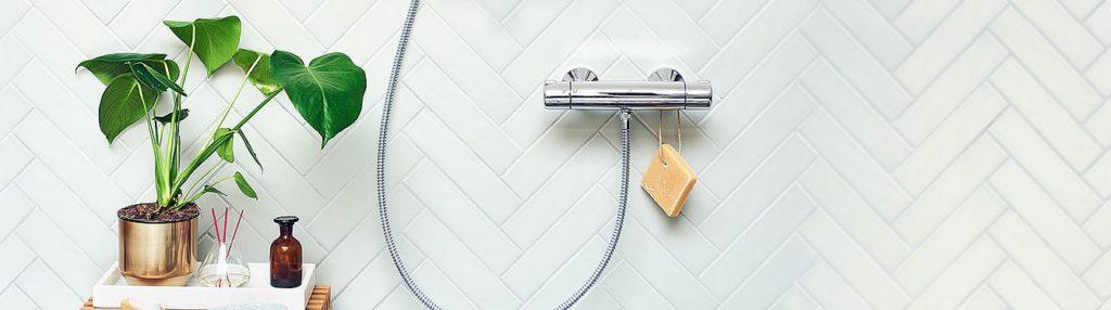 Zestaw prysznicowy Oras 7452x zamontowany na ścianie